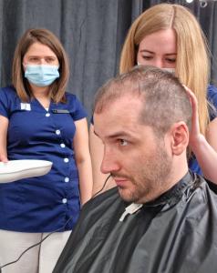 Hogyan zajlik egy átlagos hajbeültetési nap?
